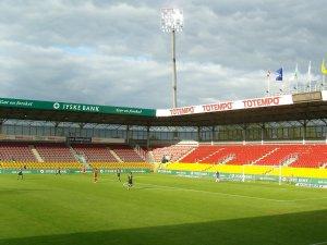 FCN attack the Vejle goal